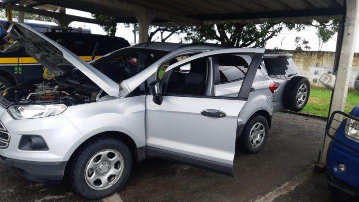 Carro roubado há 7 anos é recuperado com placas clonadas e diversas adulterações