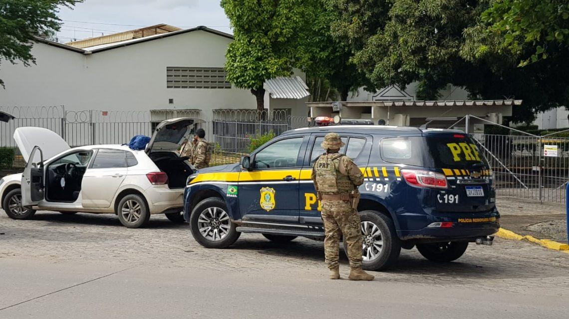 Motoristas é detido pela PRF após comprar carro roubado por R$10 mil