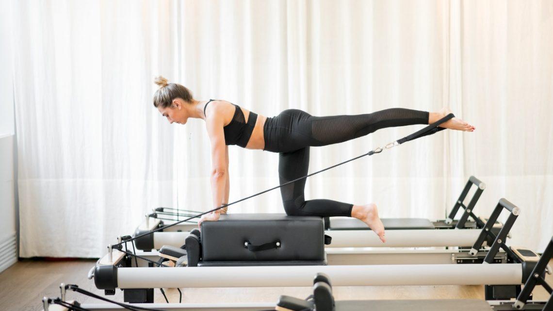Pilates durante a menstruação alivia a cólica e sintomas da TPM?