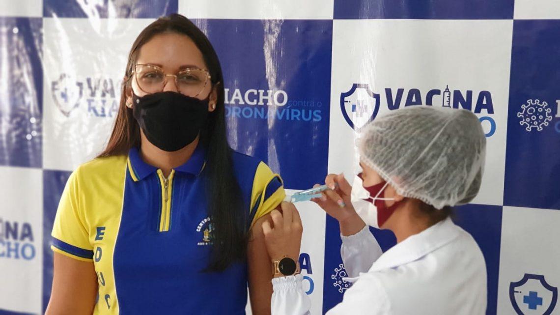 Riacho das Almas amplia vacinação contra Covid-19 para pessoas a partir de 45 anos e trabalhadores da Indústria