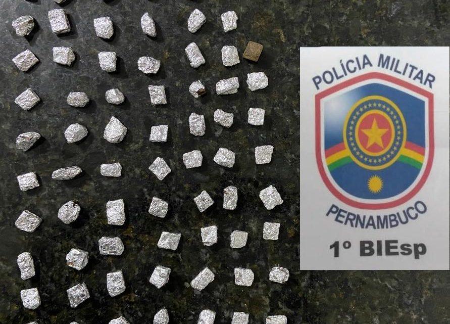 Adolescente é apreendido com drogas em frente a delegacia em Caruaru