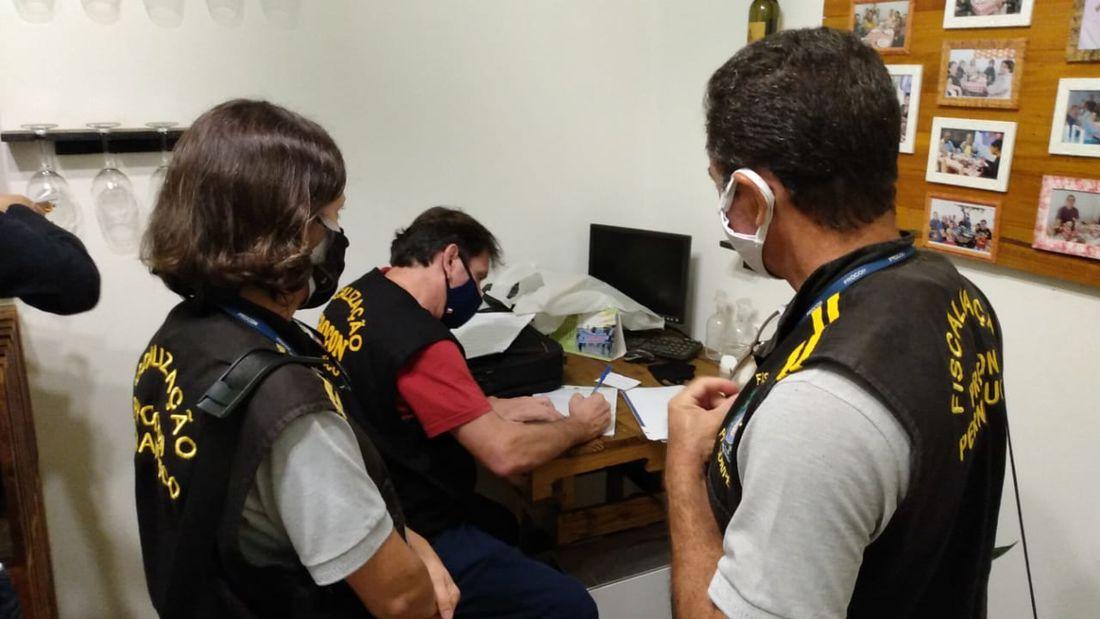 Procon interdita estabelecimentos no Recife e em Caruaru