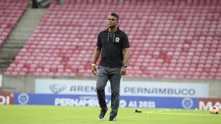 Júnior Baiano entrega o cargo e Nilson é o novo técnico do Central