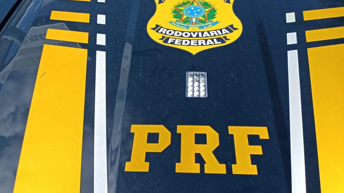 """Após agredir policiais e passageiro, motorista é detido com """"rebites"""""""