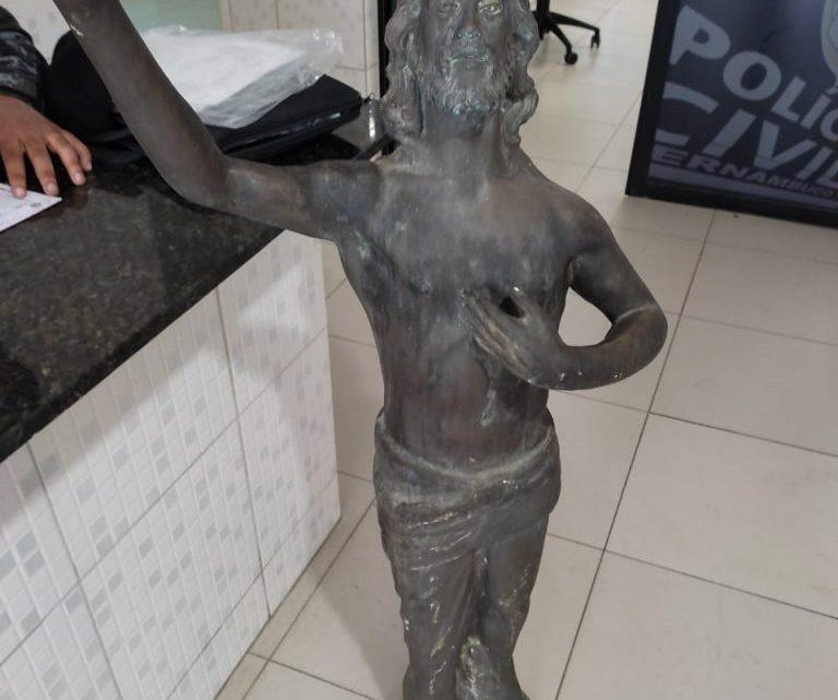 Acusado de furtar imagem em cemitério, é preso ao tentar vender, em Caruaru