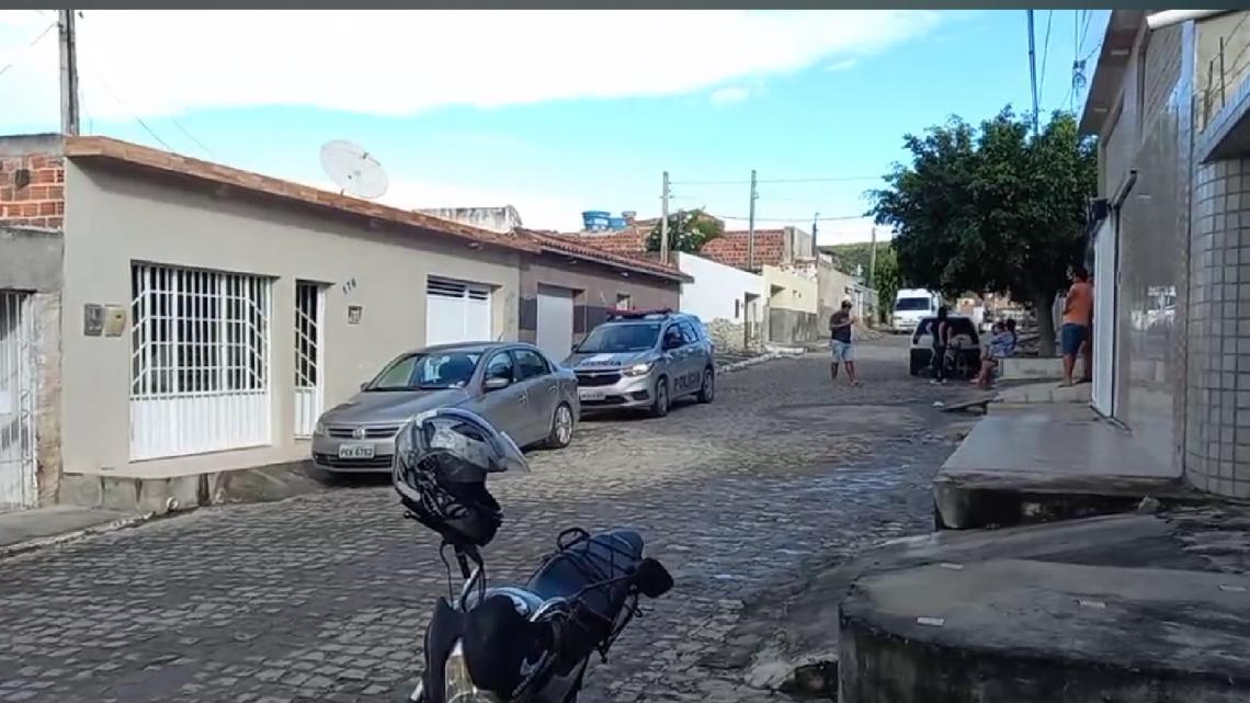 Artista Plástico é encontrado morto dentro de casa em Caruaru