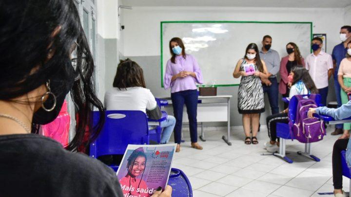 Raquel Lyra entrega requalificação de escola e absorventes higiênicos para alunas da rede municipal
