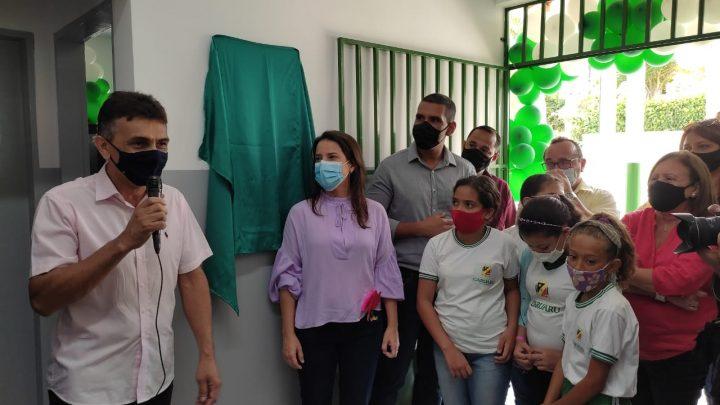 Vereador Mano do Som participa da entrega da requalificação de escola municipal