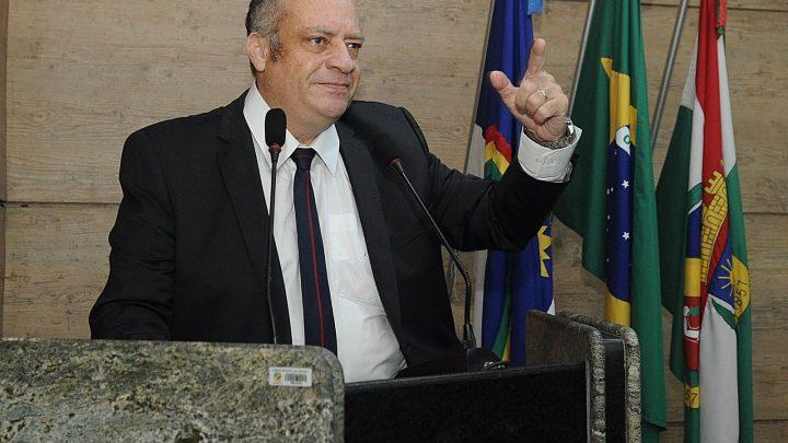 Vereador Jorge Quintino cobra concursos públicos e seleção para diretores municipais durante Sessão
