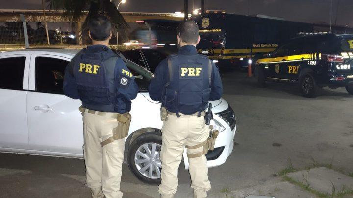 Com passagem por roubo e tráfico, motorista é detido com carro roubado no Recife